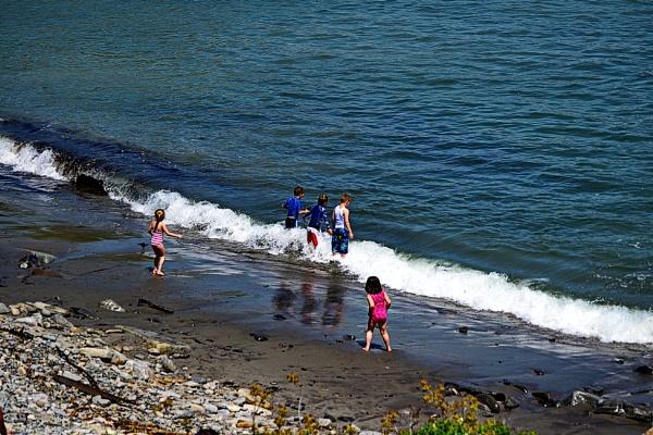 Kids having fun in the Ocean by rjheat