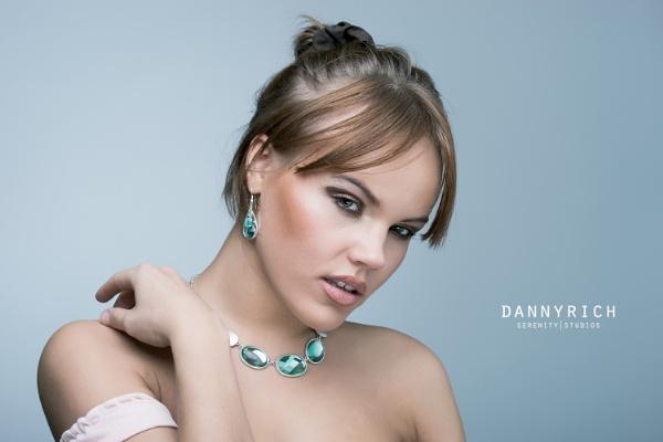 Emerald Darta by dannyrich