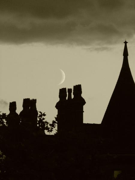 Moon over Manchester by flupitt