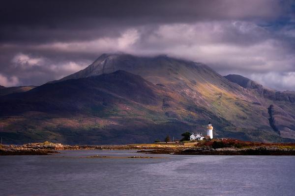 Eilean Sionnach Light by cdm36
