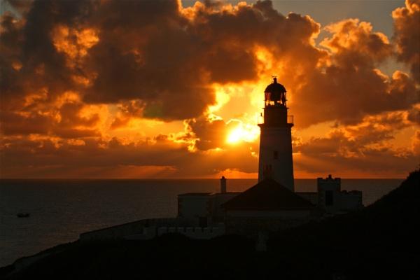 Douglas Head Lighthouse by cabmanstu