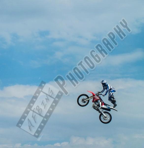 Stunt Jump by Bingsblueprint
