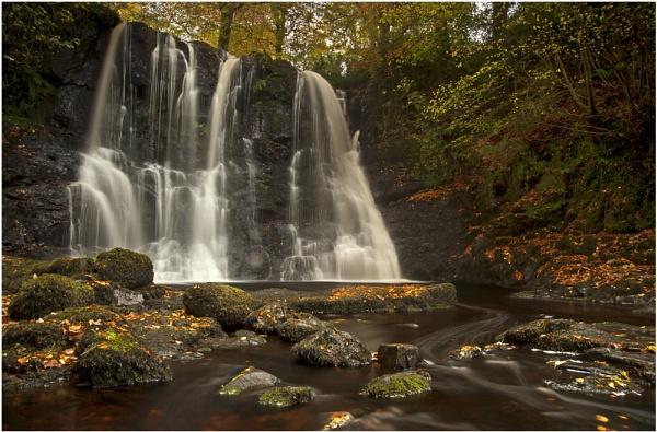 Autumn Falls by bombolini