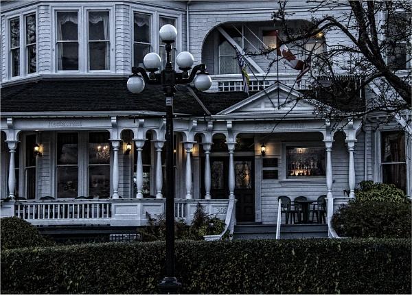 Looking Spooky by Daisymaye