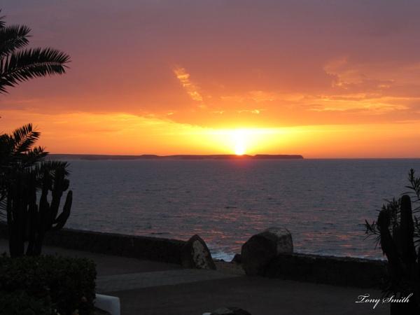 Sunrise by mio2mio