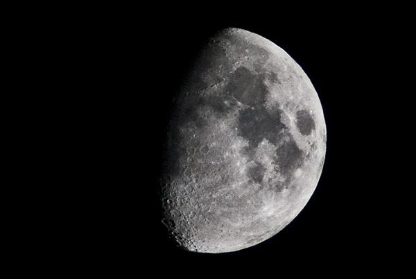 (moon-) satel-lite by ekonju