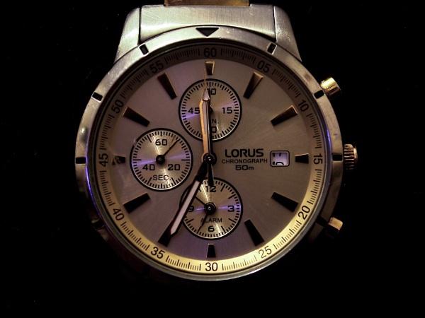 A broken watch by SH87
