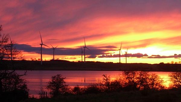 Loch Gelly Sunset by kaylesh