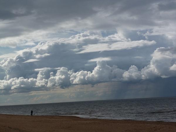 Storm brewing by Meheecho