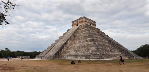 Pyramid at Chichen Itza by StephenBrighton