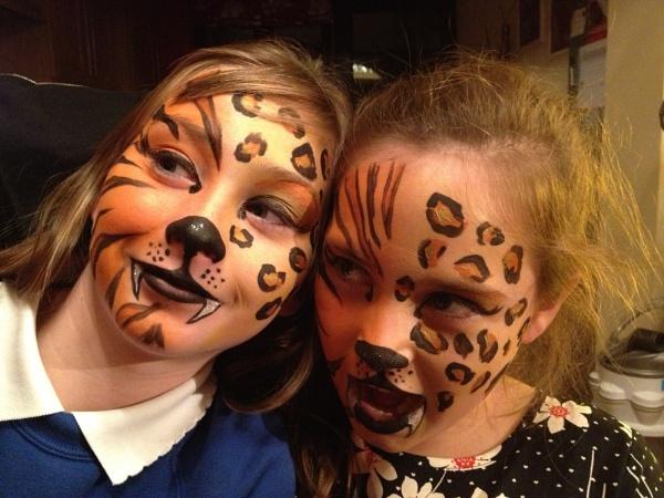 Tiger vs Leopard by janiekinns