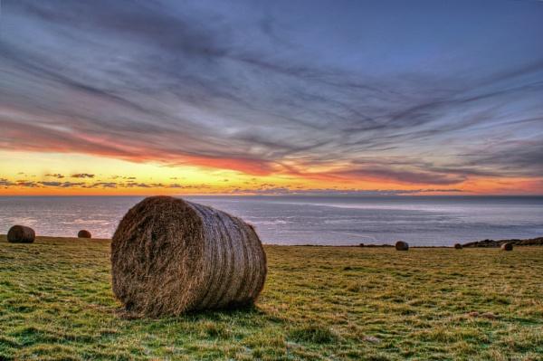 Hay Bale Sunrise by cabmanstu