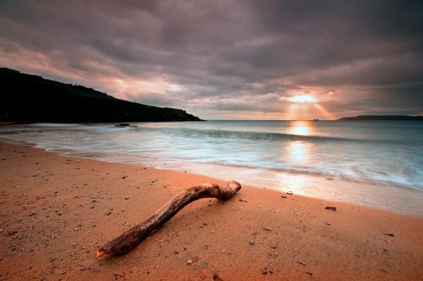 Sun Breaking Through by ilocke