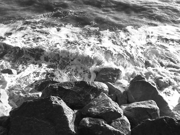 On the rocks by BobbyK