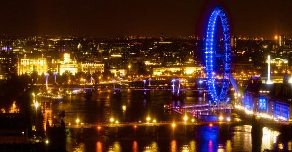 London Eye @ Night by pf
