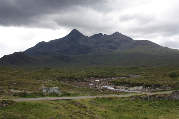 Storm clouds over the Cuillins by Meheecho