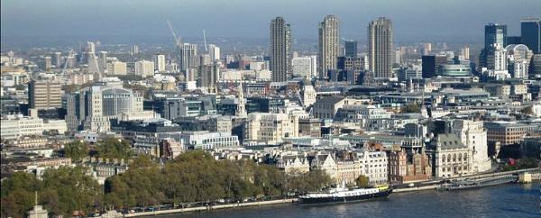 London Skyline by salfordcityred