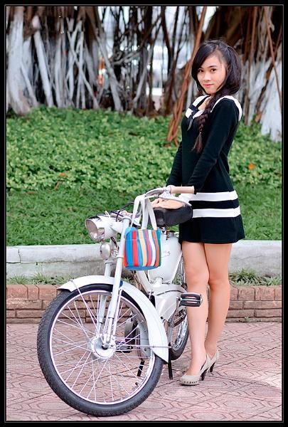 Girl and mobilette by hoang_van