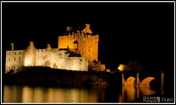 Eilean Donan Castle by sdannyd
