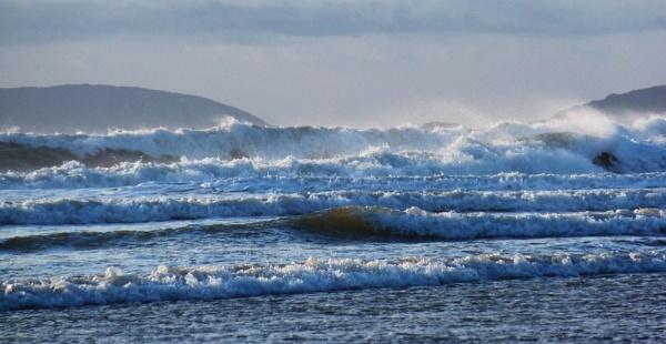 White Waves in December by netta1234