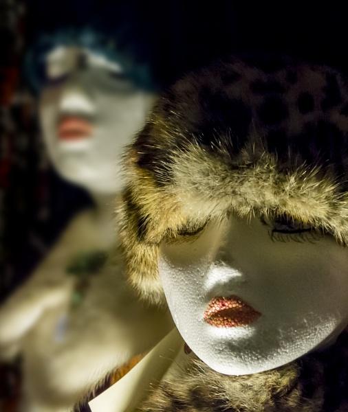 Late night window shopping by Fotomanic1