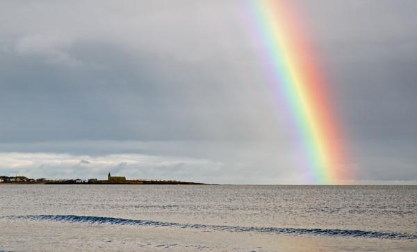 Rainbow over Newbiggen-by-sea by mmart
