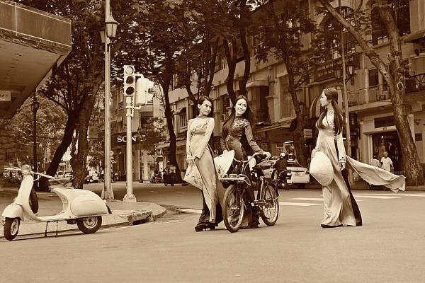 On the street by hoang_van