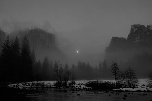 Moon Rise in Yosemite Valley by smartbox