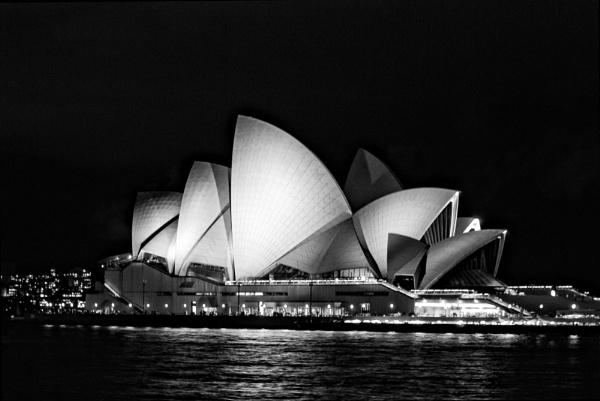 Opera House in Sydney by sylwia_sylwia