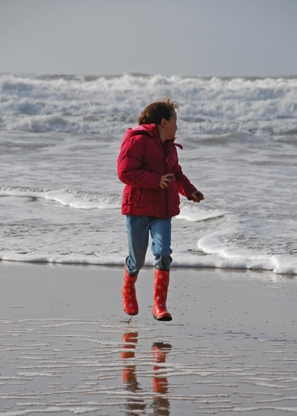 Wind, Wellies and Woolacombe in Winter by vmaxray
