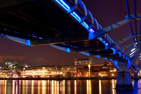Millenium bridge by bigstorks