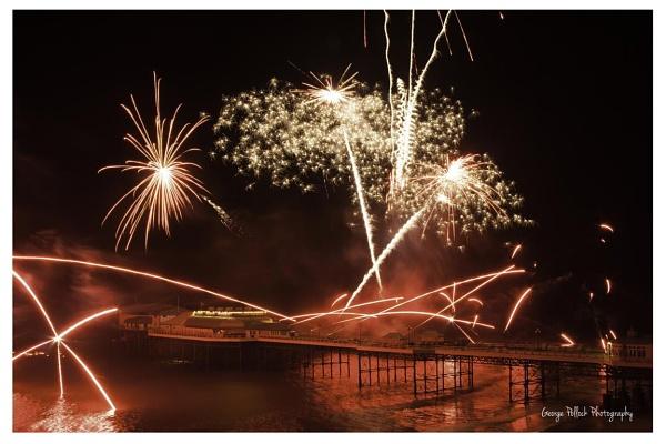 Cromer pier fireworks 2013 by airfreq