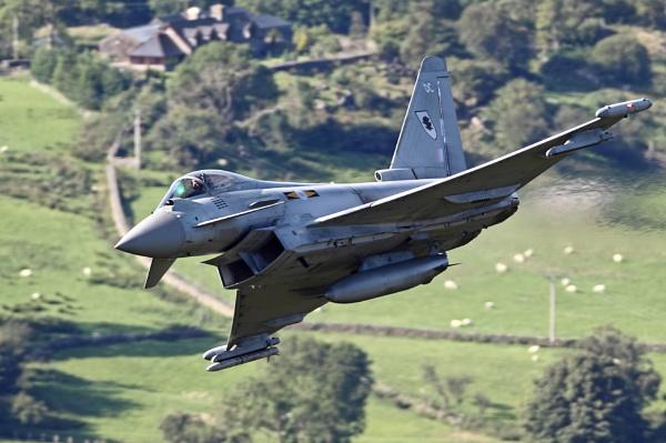 Eurofighter Typhoon by GlenP