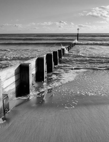 Groyne to the sea by greatdog