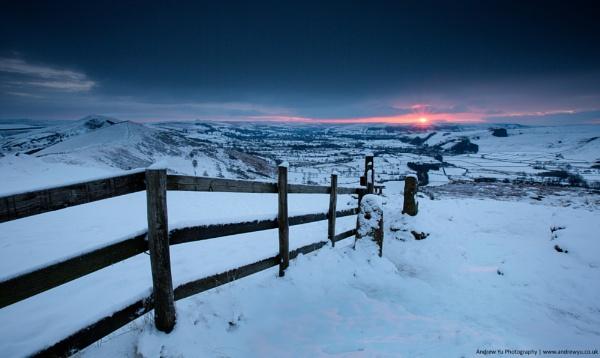 Winter\'s Dawn at Mam Tor by awhyu