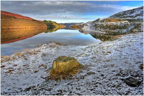 Llyn Brianne Reservoir by Alan_Coles