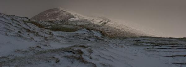 Snowy, foggy path to mam tor by Gazzten