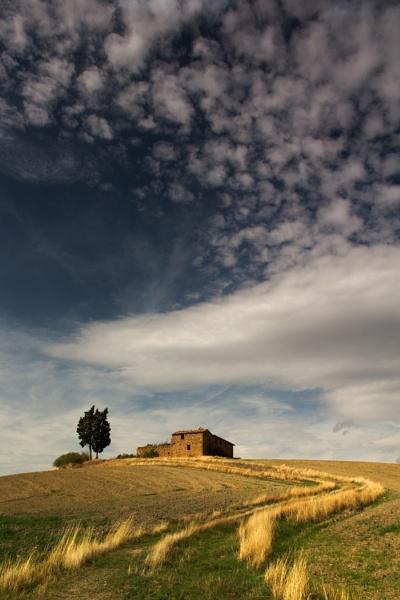 Tuscan Barn by chrisJA