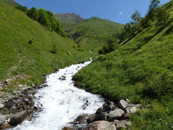Flowing by Meheecho