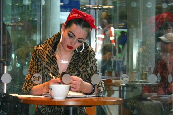 Costa Girl by desborokev