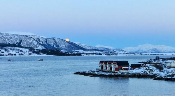 Nordic Sunset 2 by suemason