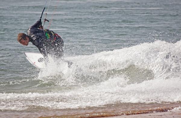 Kite Surfing by Silverzone