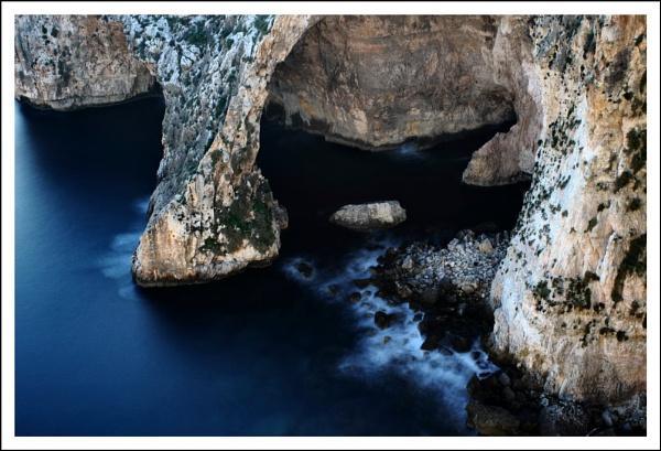 Wied iz-Zurrieq, Malta by alistairfarrugia