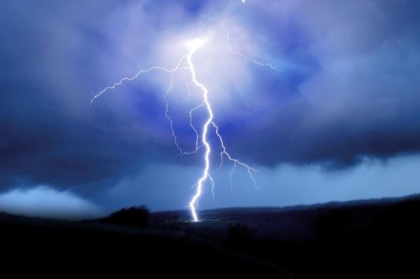 Lightning Stike by acbeat