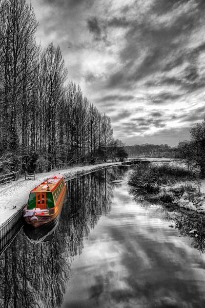 Narrowboat colour-pop by NigelBlake