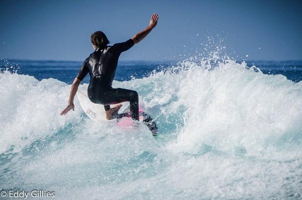 Skillfull surfer by EddyG