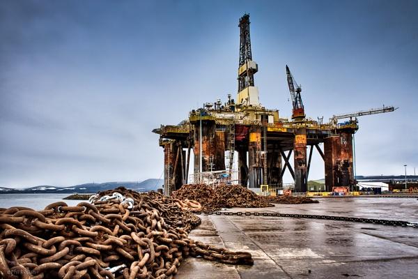 Oil rig Sedco 712 in port by Phil_Restan