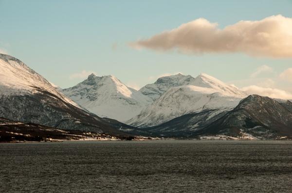 Norwegian Peaks by suemason