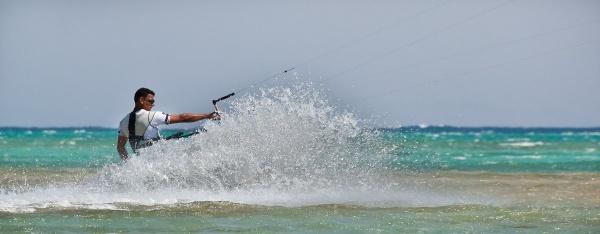 Kite surfer by Gazzten