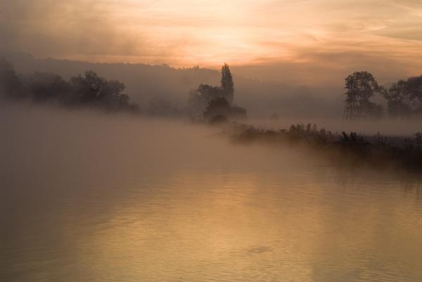 Misty Morning mapledurham by jimhellier